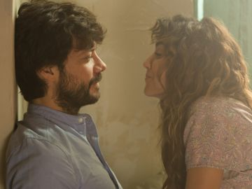 Irene Arcos y Alvaro Morte en 'El Embarcadero'
