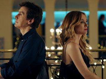 Javier Veiga y Marta Hazas en 'Pequeñas Coincidencias'